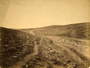roger-fenton-the-valley-of-the-shadow-of-death-dirt-road-in-ravine-scattered-with-cannonballs-one-of-the-most-famous-photos-of-the-crimean-campaign
